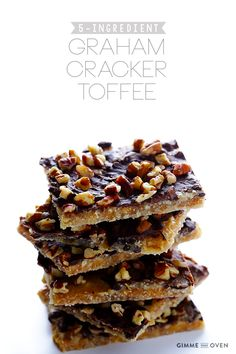 5-Ingredient Graham Cracker Toffee -- quick and easy to make, and perfect for the holidays! | gimmesomeoven.com #chocolate #dessert