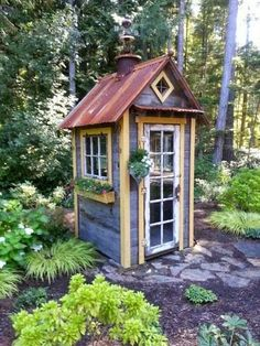 Very cool recycled garden shed Outdoor Buildings, Small Buildings, Garden Buildings, Garden Structures, Small Garden Tool Shed, Garden Tool Storage, Garden Sheds, Mini Shed, Rustic Shed