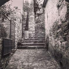 Borghi di Vicopisano in bianco e nero.