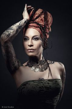 Talentosisima y guapisima ! Bald Women, Sexy Women, Scalp Tattoo, Rock Cover, My Images, Persona, Character Inspiration, Tatoos, Piercings