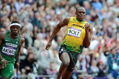 Usain Bolt wins his heat of the men's 200m.