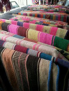 Tejidos artesanales en telar. Salta, Argentina