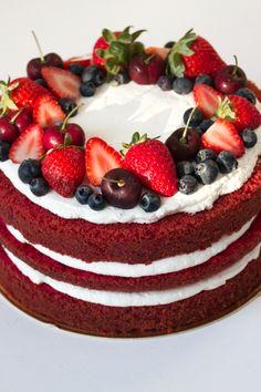 Easy Cake Recipes - New ideas Rustic Birthday Cake, Red Velvet Birthday Cake, Fruit Birthday Cake, Pretty Birthday Cakes, Pretty Cakes, Red Velvet Cake Decoration, Dessert Decoration, Bolos Naked Cake, Bolo Red Velvet