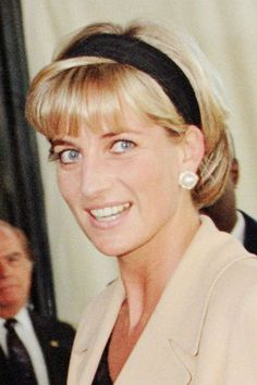 Diana, Princess of Wales likes · talking about this. I'd like to be a queen in people's hearts but I don't see myself being. Princess Diana Fashion, Princess Diana Family, Princess Diana Pictures, Princess Of Wales, Princess Diana Hairstyles, Real Princess, Sophie Marceau, Julia Roberts, Short Hair Cuts