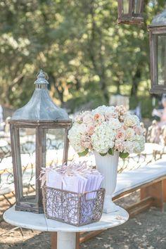 Photo via Project Wedding  opción decorar exterior