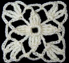 Motivo cuadrado con flor de cuatro petalos. Tejiendo de corazon