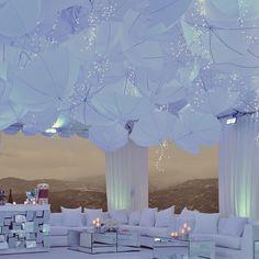 WEBSTA @ lighting.decor - Tudo branco 😍, adorei este efeito de guarda-chuva com luzinhas !🌂💡