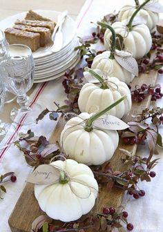 Tischdeko Herbst - 20 puristic inspirations for an atmospheric ambience - autumn table decoration with white pumpkins - Fall Table Centerpieces, Decoration Table, Centerpiece Ideas, Vase Ideas, Table Arrangements, Flower Centerpieces, Diy Thanksgiving, Thanksgiving Centerpieces, Halloween Centerpieces