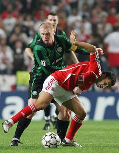 Simão Sabrosa during their UEFA Champions League group F soccer match Wednesday, Nov. 1 2006, at Benfica's Luz stadium in Lisbon, Portugal