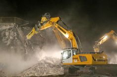 Liebherr - Demolition fleet in night time operation (4)