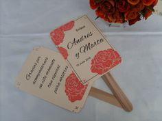 Pai-pai en tonos rojos. Con texto de agradecimiento para colocarlos en los asientos de la ceremonia. www.carmenmerino.net