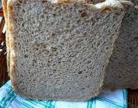Toustový chléb celozrnný z domácí pekárny