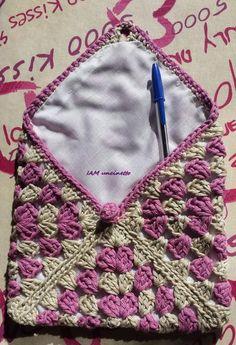 Custodia granny square all'uncinetto foderata, 100% cotone. Crochet little purse, lined granny square case, ereader case. Handmade. Made in Italy