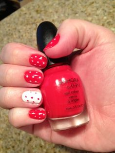 I don't know why I'm so obsessed with polka-dotted nails right now, but this is really cute!