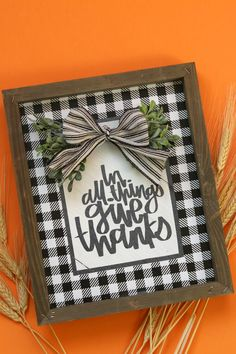 Thanksgiving signs with free cut files! - A girl and a glue gun Glue Gun Crafts, Bee Crafts, Vinyl Crafts, Crafts To Sell, Paper Crafts, Mason Jar Crafts, Mason Jar Diy, Advent, Thanksgiving Signs