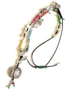 http://libbycomplements.com/collares/collar-largo-de-cuero-marron-con-piezas-ba-adas-en-plata-571