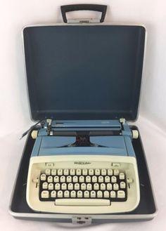 VTG-Royal-Safari-Blue-Portable-Manual-Typewriter-MCM-Prop-Working-Case