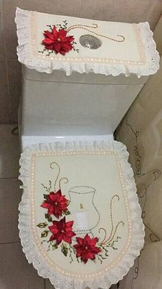 Sewing Crafts, Sewing Projects, Projects To Try, Crafts To Sell, Diy And Crafts, Candy Christmas Decorations, Christmas Embroidery, Silk Ribbon Embroidery, Diy Pillows