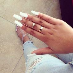 Image via We Heart It https://weheartit.com/entry/117516231/via/20108055 #nailart #nailpolish #nails #rings #tan #white #acrylnails