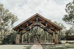 Want an INCREDIBLE outdoor wedding venue for your wedding ceremony? Need a wedding venue near the Dallas//Fort Worth area? Book your free tour at THE SPRINGS' newest venue, The Lodge, today! You won't believe how gorgeous it is. Dallas Wedding Venues, Cheap Wedding Venues, California Wedding Venues, Rustic Wedding Venues, Lodge Wedding, Wedding Ceremony, Wedding Barns, Wedding Ideas, Fall Wedding