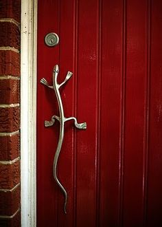 Red door and lizard door pull..... I ought to pin this under jokes....wonder who lives in this house!  ha ha (God help me if one of you tell me it is your house!)