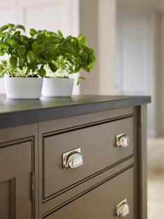Project: Ashurst House | Kitchen Design: Nickleby | The Nickleby design embodies the true spirit of the classic contemporary kitchen. | A close up of the Nickleby drawers with polished nickel cup handles. #humphreymunson #polished #nickel #drawers #worktop