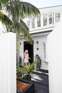 A relaxed, beachy beauty runs right through this freshly extended home on Sydney's Northern Beaches.