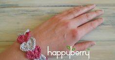 Happy Berry Crochet: Quick and simple crochet heart bracelet pattern Learn To Crochet, Diy Crochet, Crochet Crafts, Crochet Hooks, Crochet Projects, Simple Crochet, Crochet Ideas, Crochet Bracelet, Crochet Earrings