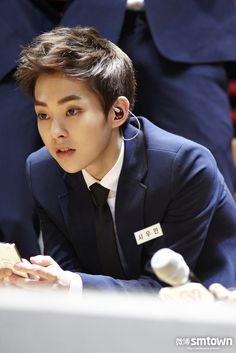 "My face when someone says my bias is ""just a guy"" NO HE IS NOT HES A FUCKING ANGEL. LOOK AT HIM. THOSE DAMN EYEBROWS."