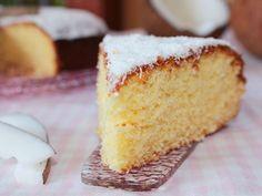 La torta al cocco soffice è una semplice e morbida torta con yogurt e cocco grattugiato, alternativa alla torta cocco e nutella o quella cocco e cioccolato.