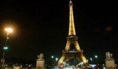 #Torre #Eiffel con #energía #renovable para abastecerse de #electricidad y reparte energía en toda la zona comercial. #Hogaressauce.