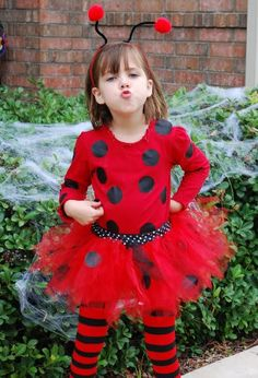 Great Ladybug Costume with how to make a full tutu Tutorial good cutting idea for yardage Hero Costumes, Baby Costumes, Cool Costumes, Ladybug Costume, Ladybug Party, Ladybug Tutu, Creative Halloween Costumes, Halloween Kostüm, Costume Coccinelle