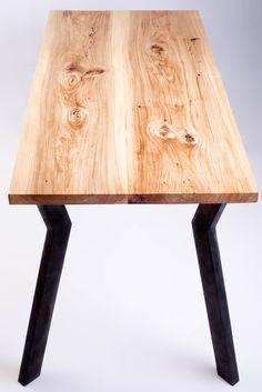 stolik z wiązu górskiego. lite olejowane drewno. projekt ROBIMY STOLY