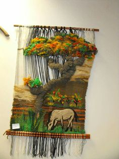 Caballo Weaving Art, Tapestry Weaving, Loom Weaving, Hand Weaving, Colchas Quilt, Yarn Crafts, Diy Crafts, Gifts For An Artist, Africa Art