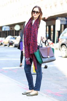 way to do cruisy sista. LV scarf, Helmut Lang jeans, obviously a Celine bag... Ania just quietly slaying classic with a modern twist in NYC. kudos.