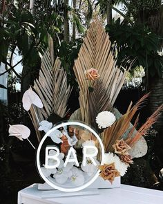 Neon bar sign in boho wedding with dried flowers Palm Wedding, Wedding Signs, Boho Wedding, Wedding Flowers, Dream Wedding, Wedding Day, Wedding Reception, Decoration Inspiration, Wedding Inspiration