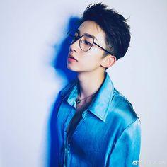 Cute Korean Boys, Asian Boys, Beautiful Boys, Pretty Boys, Korean Men Hairstyle, Ulzzang Boy, Best Face Products, Hot Boys, Handsome Boys