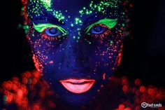 Neon green and red makeup! glow in the dark neon makeup! Rave Face Paint, Neon Face Paint, Body Paint, Neon Painting, Light Painting, Painting Art, Neon Photography, Amazing Photography, Photography Lighting
