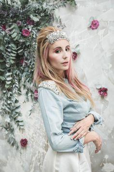 Inspiration deco mariage en blanc l Photos La Femme Gribouillage - fleurs Lily Paloma l La Fiancée du Panda blog mariage--27 bijoux Ikone Paris