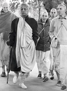 A disciple of Srila Prabhupada, Bhajahari prabhu, left his body. Here is a 4 min. video of him talking about his memories in re… Krishna Sudama, Lord Krishna, Srila Prabhupada, Divine Grace, Bhagavad Gita, Indian Gods, Memories, Couple Photos, Temples