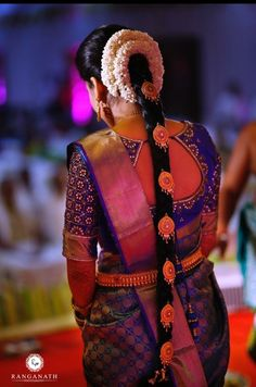 Here's what ANYA has got to say about their bride! Weddings are the symbol of traditions. Our ideal South Indian bride Vaishnavi Rajmohan Praveen gets every element right on point. The traditional . Bridal Hairstyle Indian Wedding, South Indian Bride Hairstyle, Indian Bridal Hairstyles, Bridal Hairdo, Saree Hairstyles, Bride Indian, Silk Saree Blouse Designs, Bridal Blouse Designs, Saris
