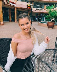 Csenge Forstner❤️ Youtube Animals, Pretty People, Youtubers, Wattpad, Crop Tops, Instagram, Women, Fashion, Beautiful People