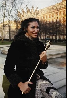 Jennifer Hosten beauty queen 👸🏽 Miss World 1970 Grenada 🇬🇩 Miss World, Beauty Pageant, Beauty Queens, Grenada, Dark Skin, Black History, Afro, African, Photo And Video