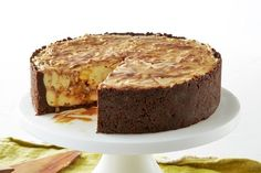 Cheesecake meets bread and butter pudding in this indulgent dessert.For a show-stopping dessert try this decadent strawberry and cream cheesecake made with a chocolate biscuit base.This zesty citrus … Cheesecake Bars, Cheesecake Recipes, Dessert Recipes, Mango Cheesecake, Yummy Recipes, Sweet Recipes, Cheesecakes, Mars Bar, Food Cakes
