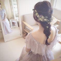 e.m.さんの展示からアトリエに戻ったスミレのドレス お色直しのドレスを探されていましたので早速着て頂きました* 合わせて髪もレースフラワーを沢山使ったコーディネート とってもとってもお似合いでした* いつもいつもお越しいただくのがとても嬉しいですし、楽しいです* 本日もご遠方よりありがとうございました^ ^ #weddingdress #wedding #ウェディング #ウェディングドレス #maisonsuzu #カラードレス