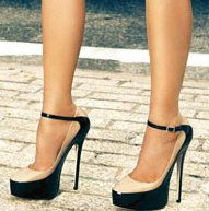 Black and nude pumps! Cute! Cute! Cute!