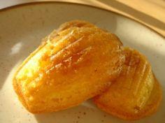Recette madeleines par As : Il existe beaucoup de recettes de madeleines. J'en ai essayé beaucoup et celle-ci est la meilleure pour moi et mon mari. On ne peut pas attendre l'heure de goûter..Ingrédients : sucre, vanille, beurre, farine, levure