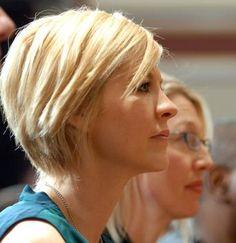 jenna elfman textured bob - short hair