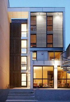BM Architectes / Maison-tour A Clamart  Insertion d'une maison en bois dans un dent creuse de 8,5 mètre de large.