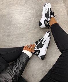 Black & White Nike Zoom Kicks ø Nike Shoes black nike trainers womens Sneakers Mode, Sneakers Fashion, Shoes Sneakers, Fashion Heels, White Fashion, Kd Shoes, Kicks Shoes, Sneaker Heels, Fashion Outfits